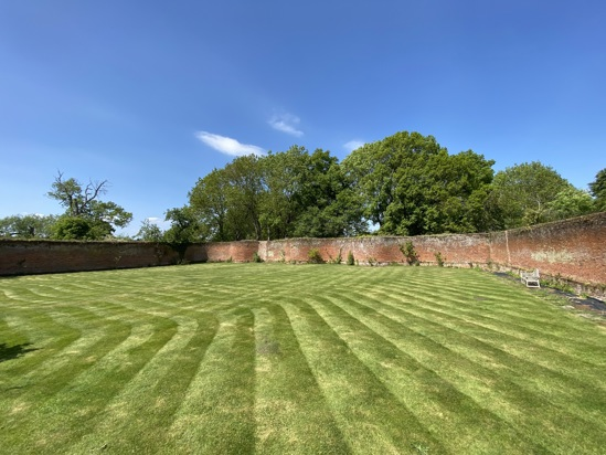 Lawn in the Crinkle-Crankle Garden